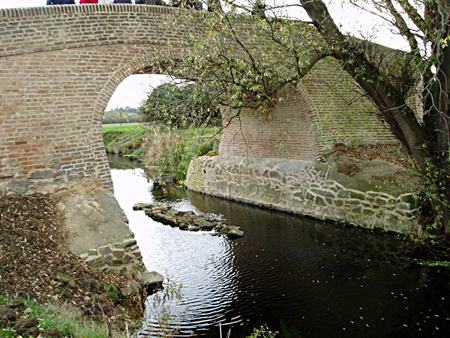 River Wreake, Waterhouse Bridge, View from upstream showing centre pier of medieval bridge