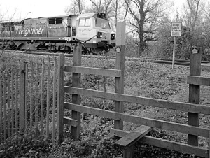 Footpath level crossing of the railway near Syston