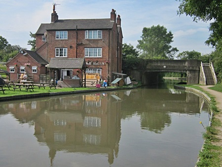 The Ashby Canal and Lime Kiln Inn at Hinckley