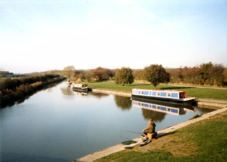 Ashby canal before the visitor centre at Sutton Wharf