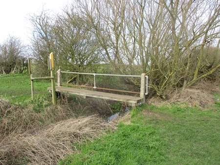 The link between FP L63 and the riverside towpath